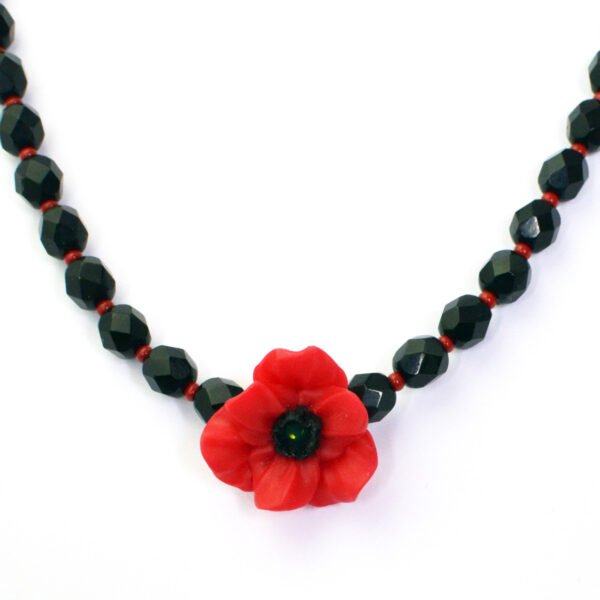 poppy appeal necklace